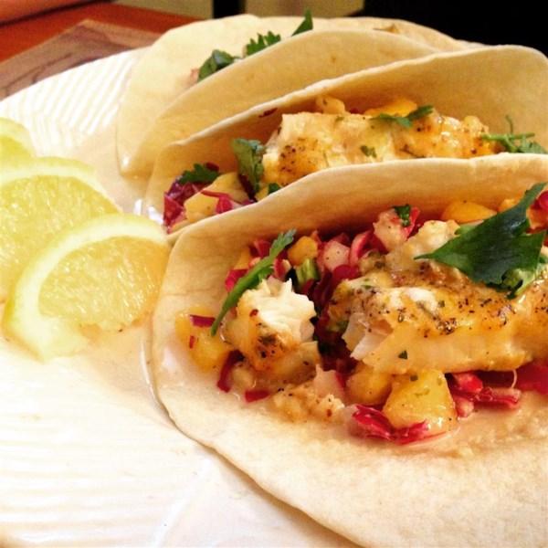Tacos de peixe fácil com receita de manga-abacaxi