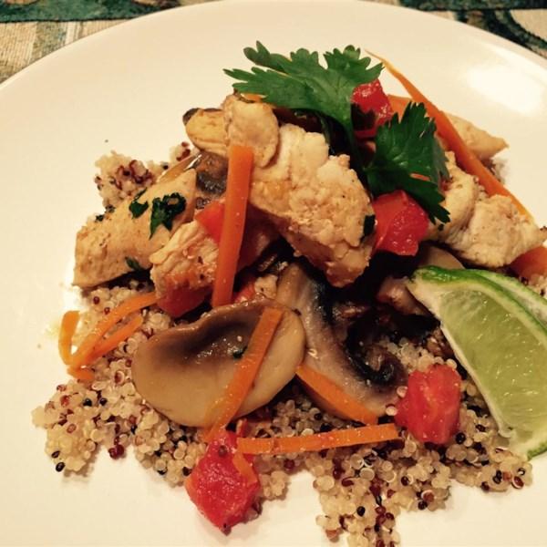 Receita de Quinoa de Frango Tailandês e Delícia de Legumes