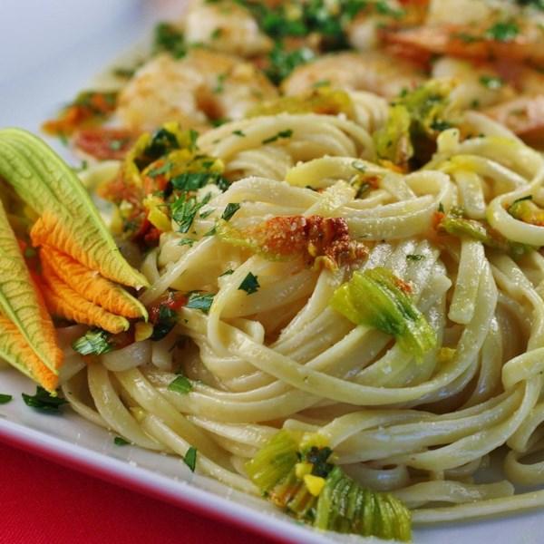 Pasta Ai Fiori Di Zucca (Pasta com Flores de Abobrinha) Receita