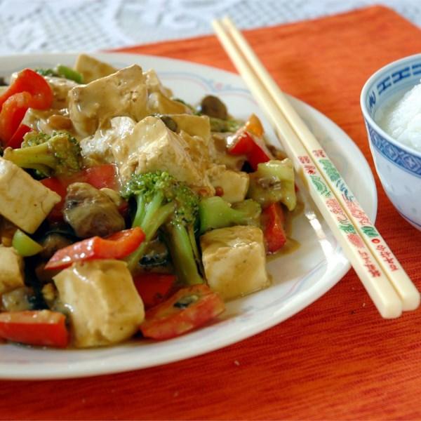 Tofu e Legumes na Receita de Molho de Amendoim