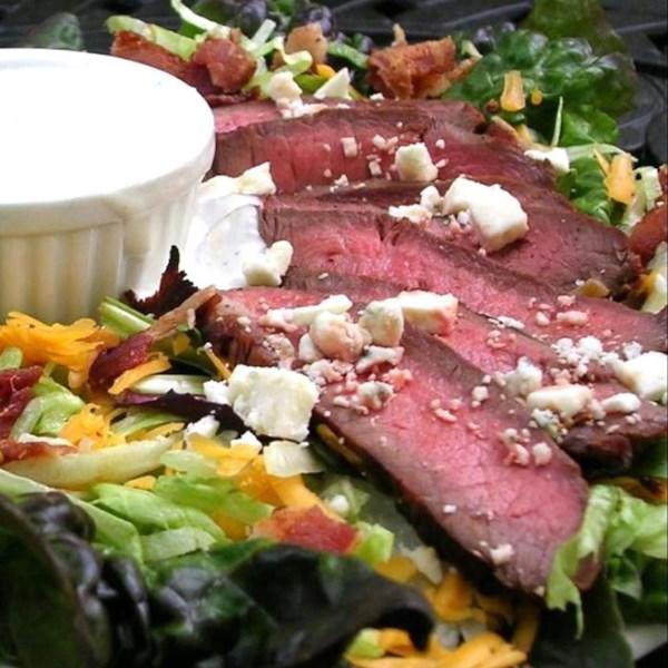 Receita de Salada de Ferro Plano de Queijo Azul Bacon