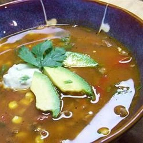 Sopa de taco de peru ocupado com receita de creme de abacate