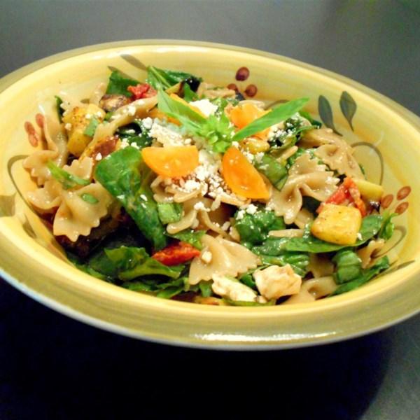 Salada de Macarrão Grego com Legumes Assados e Receita feta