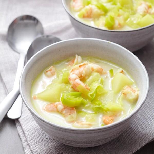 Receita de Alho-poró e Sopa de Batata com Camarão