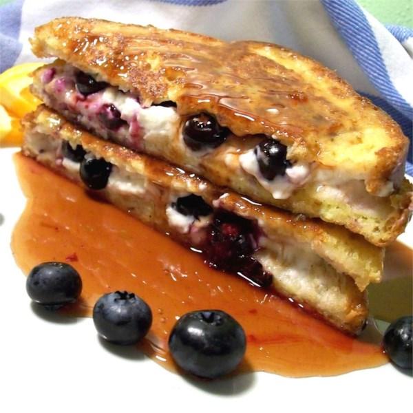 Blueberries fáceis e sanduíche de torrada francesa creme com receita de xarope de bordo laranja
