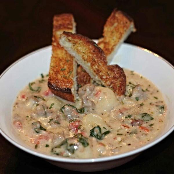 Receita italiana de sopa de salsicha e nhoque