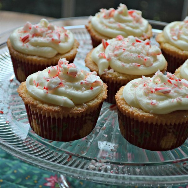 Cupcakes de hortelã com receita de cobertura de chocolate branco marshmallow fluff