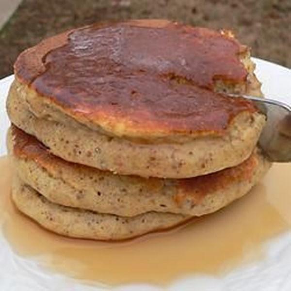 Panquecas fofas com germe de trigo e receita de molho de maçã