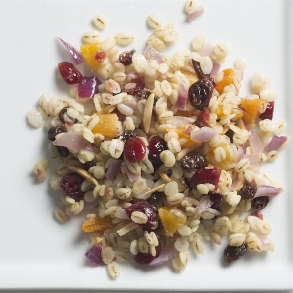 Salada de cevada de jóias quentes com receita de molho de mel-mostarda
