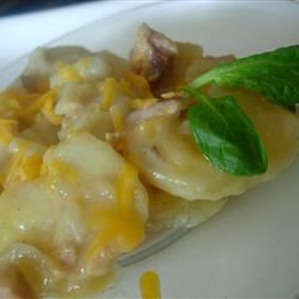 Panela lenta batatas escalopadas com receita de presunto