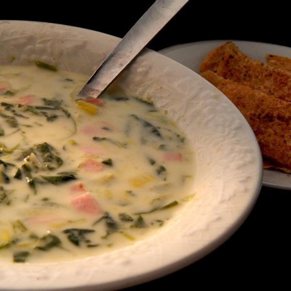 Receita de Sopa de Alho-poró cremoso e espinafre