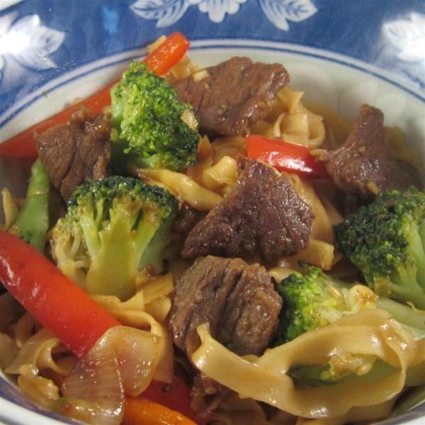 Receita de Carne Picante e Brócolis Chow Mein