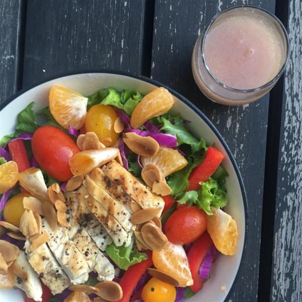 Salada de Frango Grelhado com Receita de Frutas Sazonais