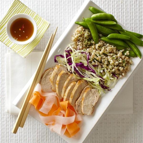Receitas asiáticas de legumes, frango e sorgo