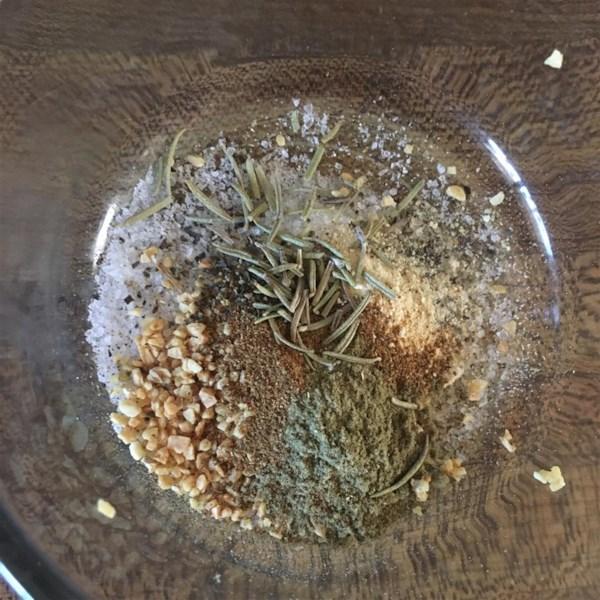 Tri-tip grelhado com receita de esfregão de ervas de Oregon