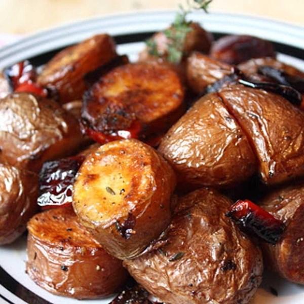 Como fazer receita de batata vermelha assada