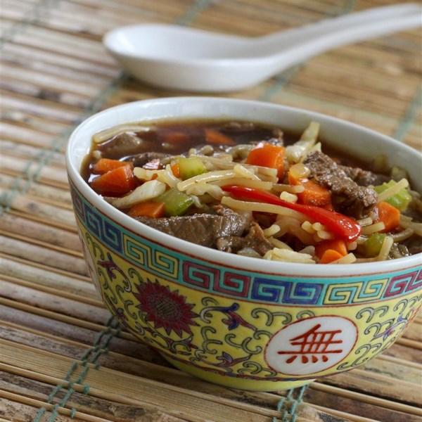 Receita de Sopa de Sopa de Macarrão de Tema Asiático
