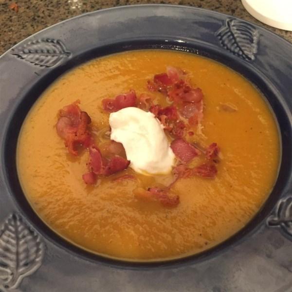 Sopa de abóbora assada com maçãs e receita de bacon