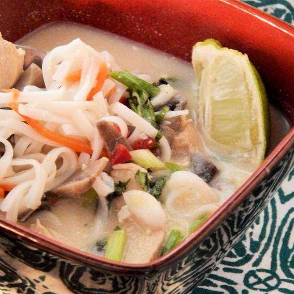 Receita de Sopa de Frango de Coco Tailandês (Tigela de Macarrão)