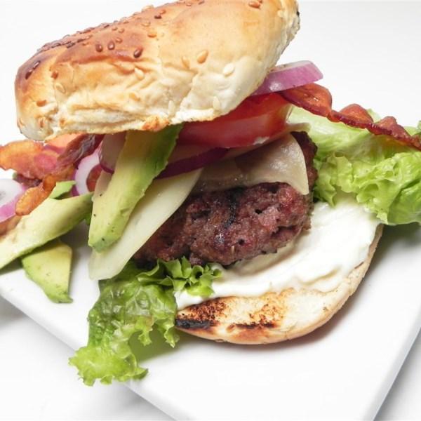 Receita de Cheeseburgers de Abacate de Abacate De Bacon Jumbo
