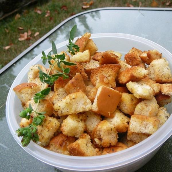 Receita de Croutons de Pão de Hambúrguer Velho