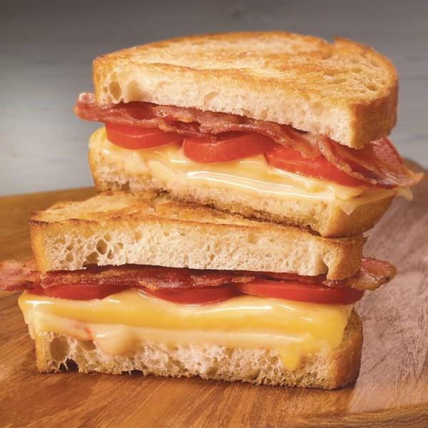 Receita de Queijo Grelhado de Bacon, Tomate & Queijo Triplo