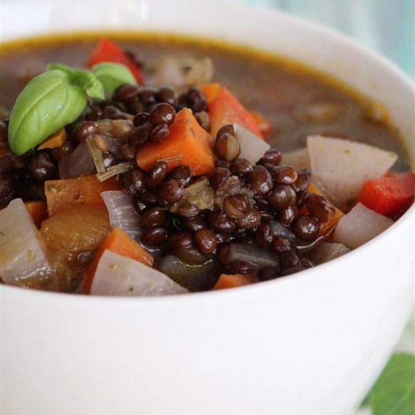 Receita de Sopa vegetariana de lentilha preta