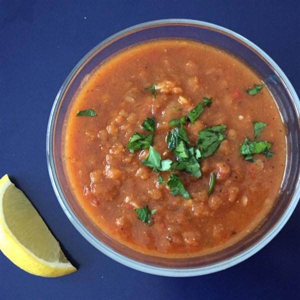 Receita vegana de sopa de lentilha vermelha turca