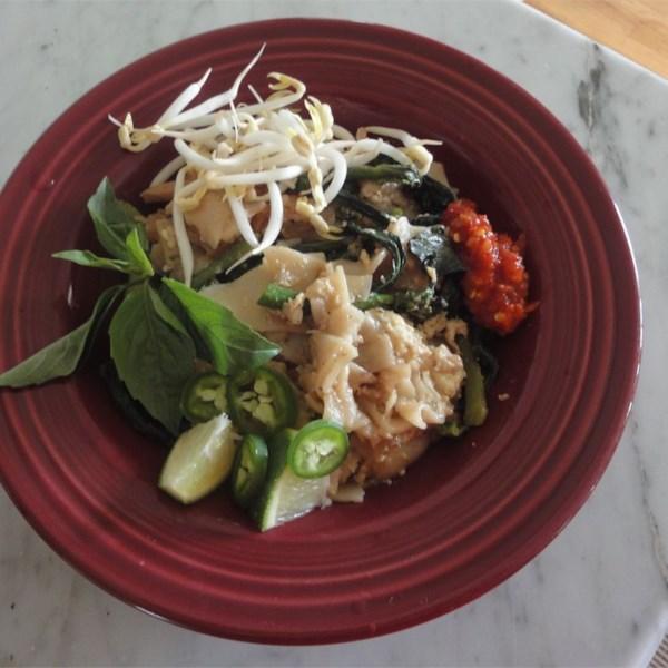 Pad See Ew (Macarrão tailandês com Carne e Brócolis) Receita