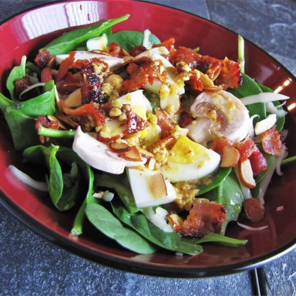 Salada de Espinafre com Receita de Molho De Bacon Quente-Mostarda