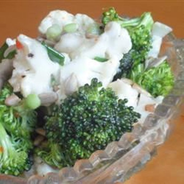 Receita de Salada de Brócolis e Couve-Flor Zesty