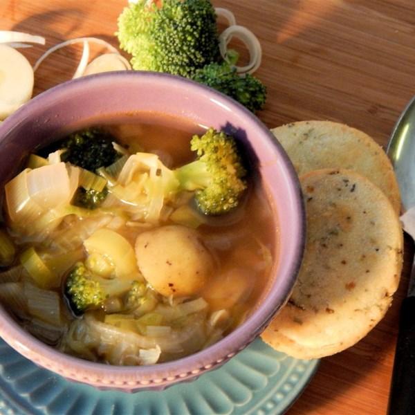 Receita de Sopa de Repolho, Alho-poró e Brócolis