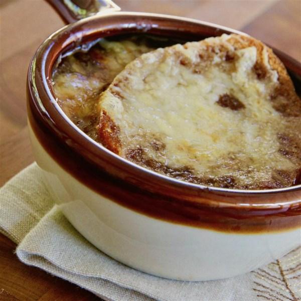 Receita de Sopa de Cebola Francesa de Panela Lenta