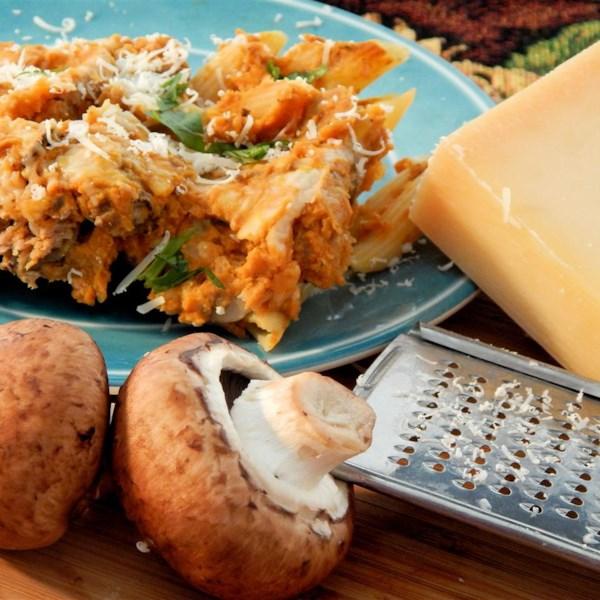 Penne com Salsicha Italiana, Cogumelos e Receita de Molho de Abóbora