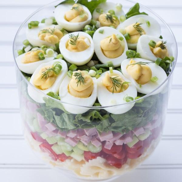 Receita de Salada de Massa de Ovo Em Camadas