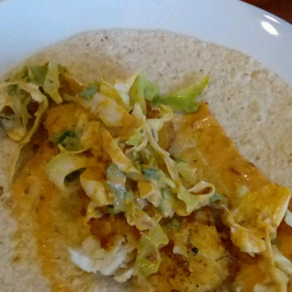 Tacos de Peixe com Mel-Cumin Cilantro Slaw e Receita de Maionese de Chipotle