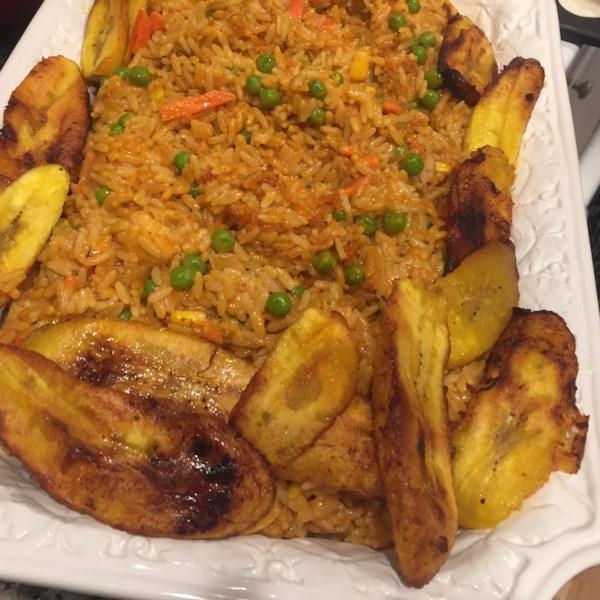 Nigeriano Jollof Arroz com Frango e Receita de Bananadas Fritas