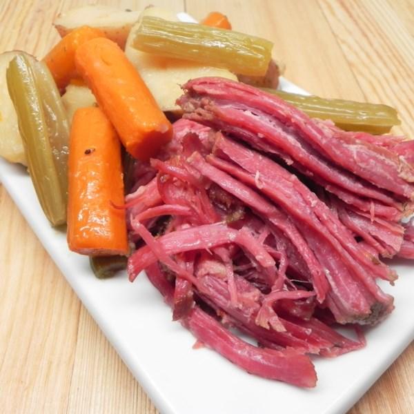 Receita de Carne Enlatada e Repolho de Panela Lenta de Sarah