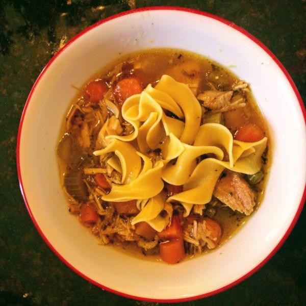 Receita de Sopa de Macarrão de Peru do Velho