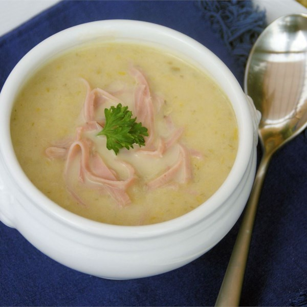 Receita alemã de alho-poró e sopa de batata