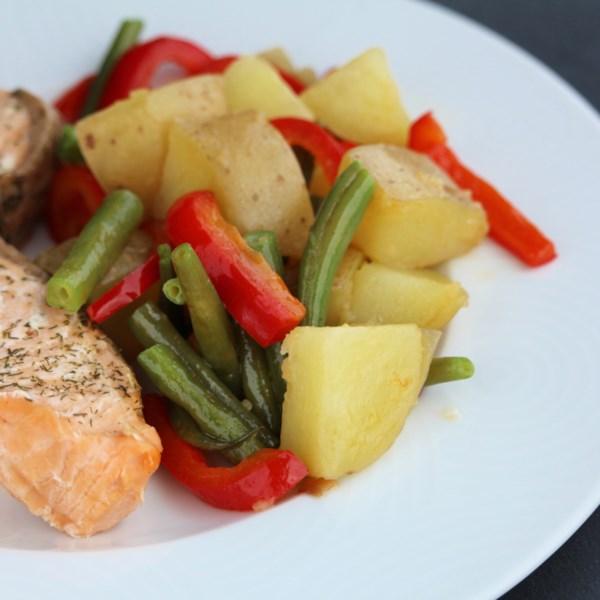 Feijão Verde Quente e Salada de Batata com Receita de Queijo de Cabra