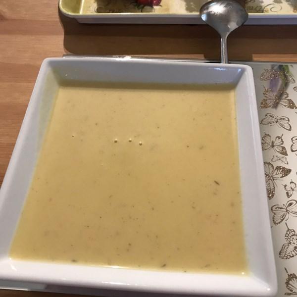 Receita de Sopa cremosa de batata e alho-poró