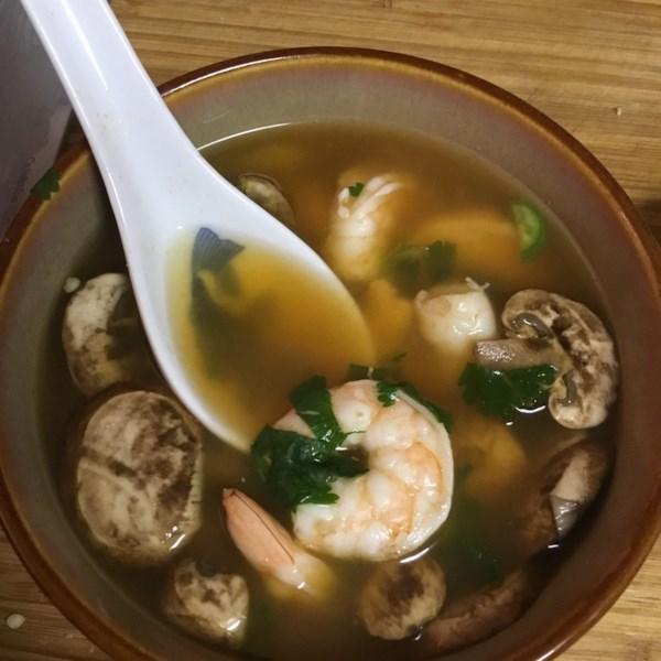 Receita de Sopa Quente e Azeda Tailandesa