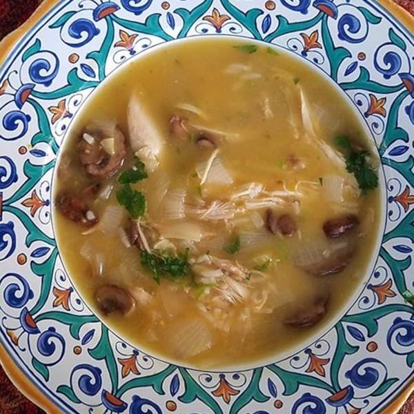 Sopa de frango com cogumelo limão com receita de arroz