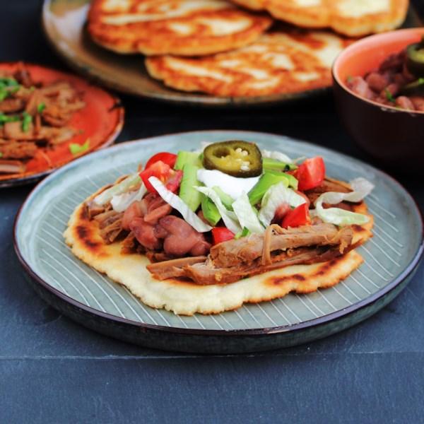 Frite tacos de pão com receita de carne desfiada picante