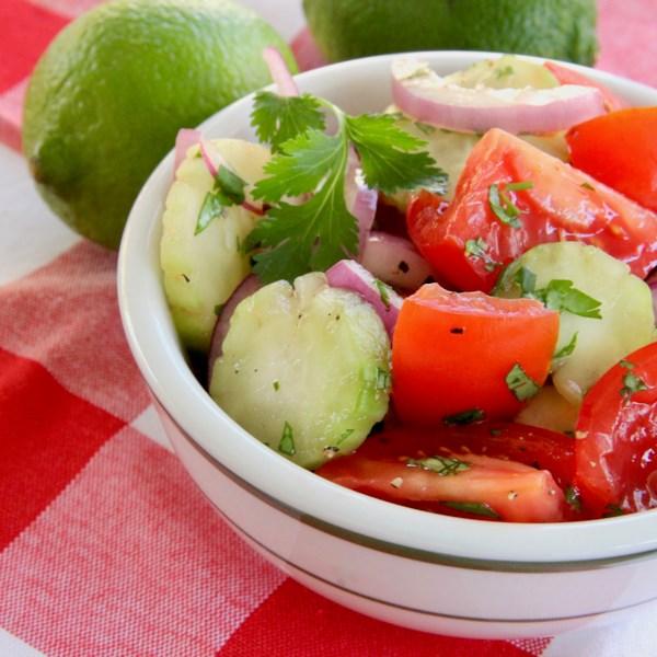 Receita de Salada de Pepino, Tomate e Cebola Vermelha