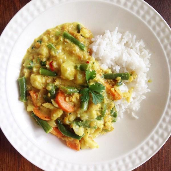 Curry indiano vegano com receita de couve-flor e lentilha