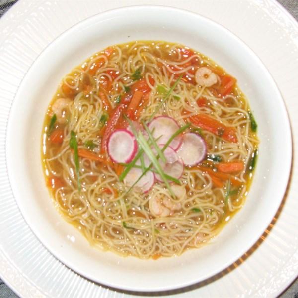 Receita oriental de sopa de macarrão de camarão