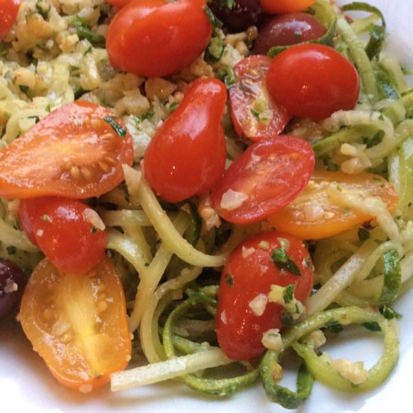 Macarrão de abobrinha rápida com Receita de Pesto