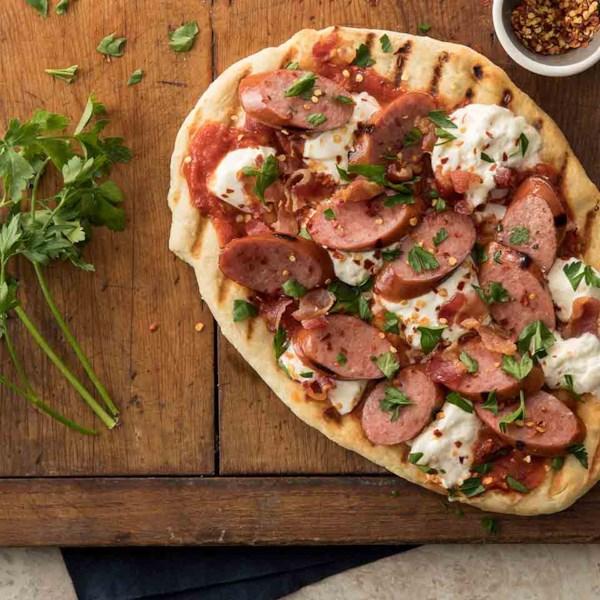 Pizza de Burrata Grelhada com Receita de Linguiça Defumada hillshire Farm(R)
